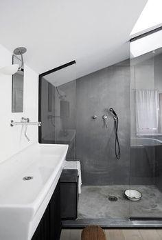 Het blijft toch trekken. Zo'n brede wastafel. En dan die betonlook. Bohemian Sense: BETONG BADEROM www.tiger.nl (inspiratie) #Tiger #Bathroomdesign