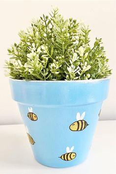 Flower Pot Art, Flower Pot Design, Clay Flower Pots, Flower Pot Crafts, Clay Pot Crafts, Painted Plant Pots, Painted Flower Pots, Painting Terracotta Pots, Plant Painting