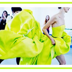 Vestido de fiesta de Jason Wu. Todo sobre la tendencia flúor en ropa, zapatos y complementos en http://blog.rtve.es/moda/2012/05/este-verano-la-vida-es-fl%C3%BAor.html