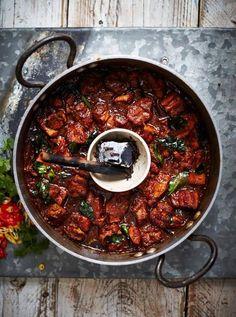 Hot & smoky vindaloo with pork belly - Jamie Oliver Curry Recipes, Pork Recipes, Cooking Recipes, Free Recipes, Indian Food Recipes, Asian Recipes, Friday Night Feast, Saturday Night, Jai Faim