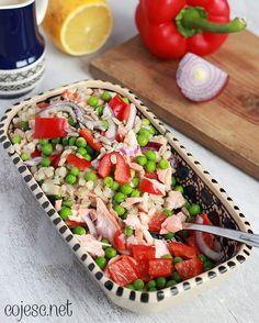 355 zdrowych przepisów dla Ciebie: szybko, smacznie i tanio!: Pęczak z łososiem na obiad w domu i do pracy