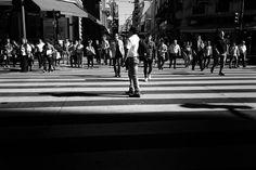 """""""Salirse del mundo conocido entrar en lo que nunca has visto DEJARSE LLEVAR por el gusto mucho ir de una parte a otra por donde te vaya tincando. De a poco vas encontrando cosas y te van viniendo imágenes como apariciones las tomas"""" [ Sergio Larrain carta a su sobrino fotógrafo 1982 ] - #agameoftones #createexplore #exploretocreate #streetdreamsmag #neverstopexploring #urbanphotography #streetphotography #streetexploration #urbanandstreet #imaginatones #streettogether #streetmagazine…"""