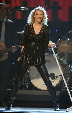 Taylor Swift Photos - The 43rd Annual CMA Awards - Show - Zimbio