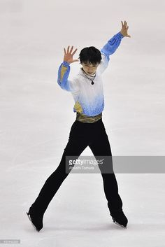 yuzuru-hanyu-of-japan-competes-in-the-men-short-program-during-the-picture-id502442252 (683×1024)