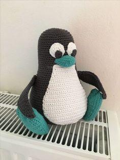 Som lovet i mit tidligere indlæg om den hæklet Linux pingvin Tux, så kommer opskriften endelig her. Det skal siges, at det er første gang jeg laver en hækleopskrift på en…