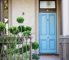 Bright blue door rugs Ideas for 2019 Exterior Front Doors, Entry Doors, Exterior Paint, Terrace House Exterior, House Exteriors, Beautiful Front Doors, Door Rugs, Victorian Terrace, Victorian Door