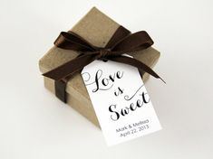 Giving away sweets at your wedding? These wedding favor tags will add the perfect touch!
