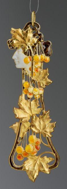 René Lalique - An Art Nouveau 'Autumn' pendant composed of gold and enamel, circa 1896-1900. #ArtNouveau #Lalique #pendant