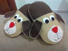 Sewing Slippers, Felt Baby Shoes, Shoe Makeover, Kids Stool, Art N Craft, Ribbon Embroidery, Sliders, Baby Toys, Little Ones