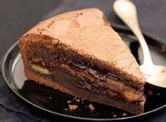 Ένα λαχταριστό, πεντανόστιμο κέικ με σοκολάτα κουβερτούρα και μπανάνες. Ο απόλυτος συνδυασμός της σοκολάτας με τη μπανάνα θα απογειώσουν τη γεύση σας. Μια