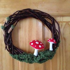 Fungi wreath - HOME SWEET HOME - Knitting, sewing, crochet, tutorials, children crafts, papercraft, jewlery, needlework, swaps, cooking and so much more on Craftster.org