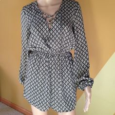 Romper Beautiful NEW Romper with a zipper on the back Charlotte Russe Pants Jumpsuits & Rompers