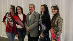 Con las bellas representantes de la Expo Santa Rita