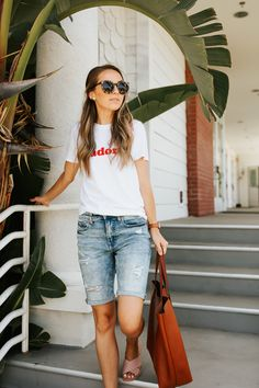 21 Outfits With Bermuda Shorts Jean Short Outfits, Modest Summer Outfits, Modest Shorts, Casual Outfits, Long Shorts, Summer Shorts, Shorts Outfits Women, Mode Outfits, Fashion Outfits