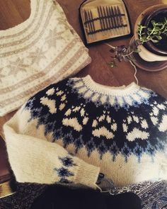 Knitting marathon! I sat up all night trying to finish this wilderness sweater. Just one more unfinished project left! And one lesson learned: I will never start a project without finishing it again. But I love how they turned out! 😄 And again: both this sweaters and one more will be up in my Etsy shop next week🐏🐾 _ #strikkedilla #strikkegenser #fanagenser #villmarksgenseren #peergyntgarn #alafosslopi #strikking #friluftsliv #knitters #knittinglove #knitting #strikking #strikk #strikke… Sit Up, Marathon, Wilderness, Boho Shorts, My Etsy Shop, It Is Finished, Knitting, Night, Sweaters