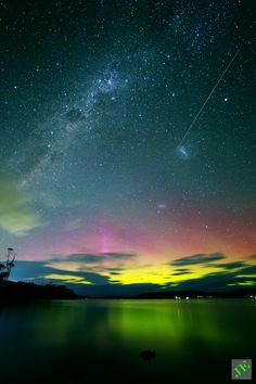 aurora australis: chasing the southern lights... I can't keep up with how many different f'n amazing aurora photos there are.. Hard to believe something so beautiful exist when too many terrible things happening to this planet..