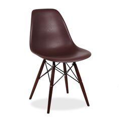 La chaise WOODEN est l´un des modèles les plus populaires du design d´avant-garde du dernier siècle. Style, élégance et commodité se joignent pour donner une touche distincte à votre sejour ou votre bureau.  Le dossier en polypropylène avec finition en effet un bois s´adapte parfaitement à votre corps, et la base des pieds en bois de hêtre marron est très résistante et d´une grande robustesse. La combinaison de ces matériaux font une chaise très durable.  L´édition élégance nous offre la…