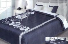 Tyrkysový prehoz na postele s bielymi kvetmi Hotel Bed, Bedding Sets, Blankets, Ottoman, Chair, Luxury, Furniture, Beautiful, Home Decor