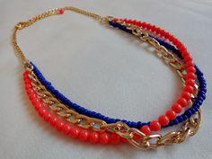 Art.C0020. Collar corto con cadenas, piedras y mostacillas. Por consultas escribinos a info@encapricharte.com.ar o buscanos en www.facebook.com/encapricharte