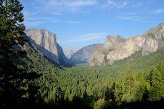 Yosemite National Park (Tunnel View). Photo : Les Jolis Mondes Road Trip Usa, Usa Trip, Bryce Canyon, Yosemite National Park, National Parks, Las Vegas, Half Dome, Travel Usa, Mountains