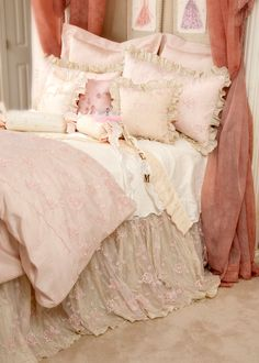 Neat demonstrated shabby chic bedding sets his comment is here Shabby Chic Stil, Shabby Chic Bedrooms, Shabby Chic Homes, Shabby Chic Furniture, Shabby Chic Decor, Shabby Chic Bedding Sets, Aqua Bedrooms, Trendy Bedroom, Bedroom Sets