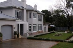 Spacious, tranquil, luxury home close to the city - Villas for Rent in Cape Town, Western Cape, South Africa Exposed Brick, Luxury Villa, Facades, Cape Town, Dining Area, Villas, Luxury Homes, South Africa, Swimming Pools