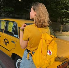 yellow, girl, and aesthetic image - Gelb Blonde Aesthetic, Art Hoe Aesthetic, Aesthetic Colors, Aesthetic Grunge, Aesthetic Photo, Aesthetic Pictures, Aesthetic Clothes, Aesthetic Yellow, Aesthetic Bedroom