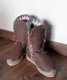 Sol Caleyo, diseños artesanales: Nuestras originales Botas de piel con base de espa...