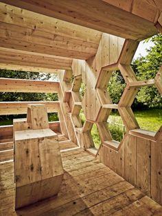 pavillon aus holz wabenform innenausstattung