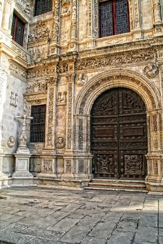 Puerta del Ayuntamiento de Sevilla         ( España) Unique Buildings, Beautiful Buildings, Places In Spain, Places To Visit, Portal, Spanish Holidays, Spanish Architecture, Seville Spain, Balearic Islands