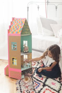 DIY brownstone doll house out of cardboard and duct tape by Merrilee Liddiard for her book Playful. She also had an idea of making a boy version and turning it into a fire station! Photography by Nicole Gerulat Cardboard Dollhouse, Cardboard Toys, Diy Dollhouse, Doll House Cardboard, Victorian Dollhouse, Modern Dollhouse, Forts En Carton, Kids Crafts, Carton Diy