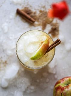 This honeycrisp apple cocktail is so perfect for fall Fresh honeycrisp apple juice honeycrisp apple syrup vodka and ginger beer come together to create a refreshing bubbly drink for autumn Finished with a cinnamon sugar rim - YUM I Vodka Drinks, Drinks Alcohol Recipes, Yummy Drinks, Cocktail Recipes, Beverages, Vodka Recipes, Drink Recipes, Yummy Recipes, Fall Cocktails