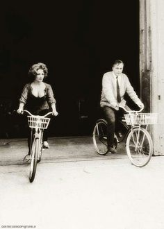 Liz Taylor and Richard burton bicycles