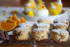 Scones med appelsin og Kvikk Lunsj Scones, Sweet Recipes, Tapas, Nom Nom, Biscuits, Sweet Tooth, French Toast, Deserts, Muffin
