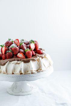 Pavlova with chocolate cream & Strawberries Cake Photography, Food Photography Styling, Food Styling, Styling Tips, Pavlova Cake, Just In Case, Just For You, Homemade Cake Recipes, Fashion Cakes