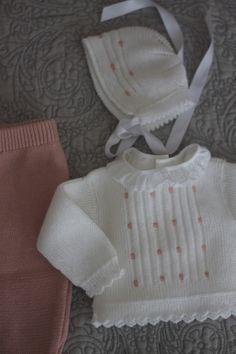 Baby jacket with embroidered dots and lace border ~~ miniyo style: minitopitos renovado Knitting For Kids, Baby Knitting Patterns, Baby Patterns, Baby Vest, Baby Cardigan, Crochet Socks Pattern, Baby Socks, Baby Sweaters, Handmade Baby