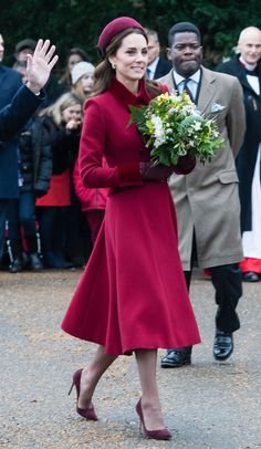 Oct 2019 - Kate Middleton Christmas Day outfits always wow us! The Duchess of Cambridge always dresses to impress for the royal holiday season — see the photos! Estilo Kate Middleton, Kate Middleton Outfits, Kate Middleton Style, Middleton Wedding, Princesa Kate, Duchess Kate, Duchess Of Cambridge, Royal Family Christmas, Christmas Day Outfit