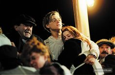 A gallery of Titanic publicity stills and other photos. Featuring Kate Winslet, Leonardo DiCaprio, James Cameron, Billy Zane and others. Leonardo Dicaprio In Titanic, Leonardo Dicaprio Kate Winslet, Young Leonardo Dicaprio, Film Titanic, Titanic Photos, Rms Titanic, Sad Movies, 2 Movie, Fast And Furious