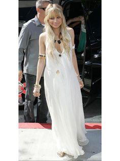 Porter une robe blanche longue