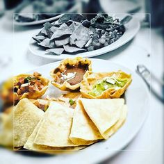 It's #lunch time, tag who you would like to share #mexican #snack #food at #valentinimperialmaya #rivieramaya #playadelcarmen 🌮🌯