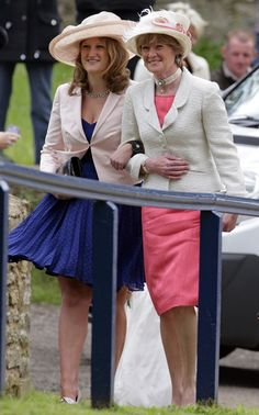 (R) Lady Sarah McCorquodale (aunt's of Princes William and Harry) attends the wedding of her daughter Emily McCorquodale and James Hutt at The Church of St Andrew and St Mary, Stoke Rochford on 9 June 2012 Princess Diana Death, Princess Diana Family, Princess Of Wales, Charles Edward, Charles Spencer, Spencer Family, Lady Diana Spencer, Diana Sisters, Lady Sarah Mccorquodale