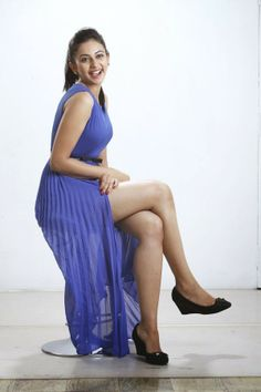 Rakul Preet Singh Showing Her Awseome Hot Thunder Thighs In Blue. Beautiful Bollywood Actress, Beautiful Indian Actress, Beautiful Actresses, Beautiful Celebrities, Indian Celebrities, Bollywood Celebrities, Hot Actresses, Indian Actresses, Thunder Thighs