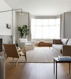 … which are perfect for the earthy modern interior design for living room! Small Living Rooms, Home And Living, Living Room Designs, Minimal Living Room, Living Room Seating, Rugs In Living Room, Living Room Grey, Home Decor, House Interior