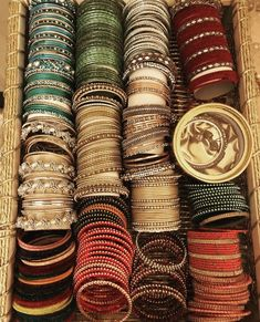 Antique Jewellery Designs, Fancy Jewellery, Stylish Jewelry, Indian Jewelry Sets, Indian Wedding Jewelry, Indian Bangles, Chuda Bangles, Bridal Bangles, Gold Bangles