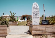 Punto de venta #OVERVILE en @gosurfpalmar, la tienda y escuela de #surf de @origen_palmar  OVERVILE.COM  #pointofsale #overvileclothing #urbanwear #gosurf #origenbeachclub #surfwear #ElPalmar