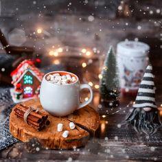 Christmas Coffee, Christmas Mood, Very Merry Christmas, Green Christmas, Christmas Cards, Cute Christmas Wallpaper, Christmas Background, Christmas Facebook Cover, Mistletoe And Wine