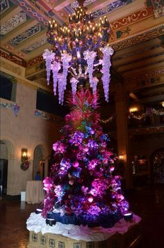 Elite Adventure Tours guests sightseeing with us over the holidays are in for a real treat when we take them through the lobby of the Hollywood Roosevelt Hotel.  A private tour in a small group has so many advantages when it comes to seeing Los Angeles.