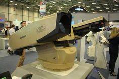 Yerli Aselsan Lazer Silahımız ve ona bağlı olan Rus üretimi Igla Hava savunma sistemi hedefini saniyeler içerisinde imha edebilen Lazer Silahımız İHA, Havan topları, Roket gibi sistemleri imha edebilmektedir ayrıca aynı sisteme bağlı olarak 2 adet Igla PMADS sistemide 6 Km menzil içerisinde Seyir Füzelerini dahi vurabilmektedir. #TÜRK Military Gear, Military Weapons, Military Equipment, Military Vehicles, Big Guns, Cool Guns, Gun Turret, Safety Kit, Experimental Aircraft