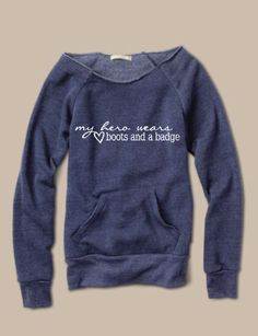 A raw-edge, off-the-shoulder neckline and kangaroo front pocket give this cozy sweatshirt its vintage-inspired appeal. Made with natural fleece alternative, it's the perfect way to stay warm in style.  This is meant to be a looser, relaxed fit so I always recommend going up a size.    Differe...