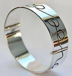 zilveren armband gemaakt door edelsmid Marja Schilt  www.marjaschilt.nl